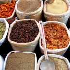 Spices_in_an_Indian_market